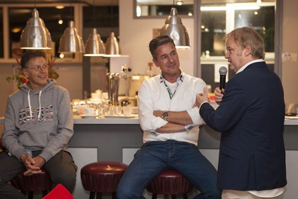 Rob van Hulst, ook bekend als Erik Koning van Medisch Centrum West , bij Roda's Club van 100 over Amsterdam's rosse buurt.