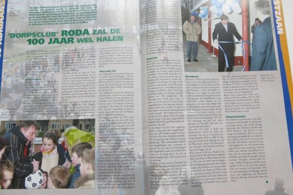 Het artikel uit het Nederlands Korfbalblad met de openingshandeling van wethouder Cees Loggen van Zaanstad.