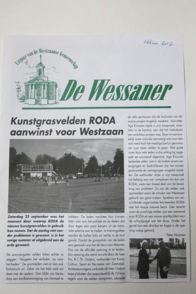 Het voorblad van maandblad De Wessaner na de in gebruik name van de kunstgrasvelden.