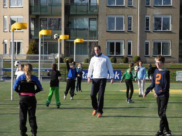 André Kuipers een van de eerste trainers van de Roda Korfbal Academie.